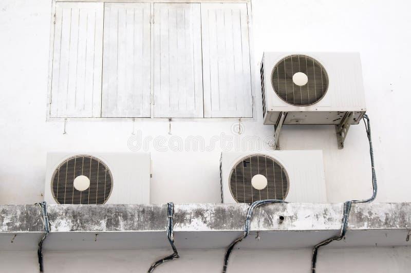 Compressores de ar exteriores imagens de stock