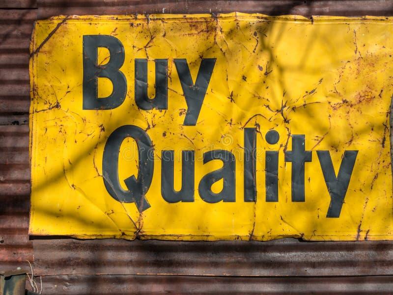 Compri la qualità Segno d'annata fotografia stock libera da diritti