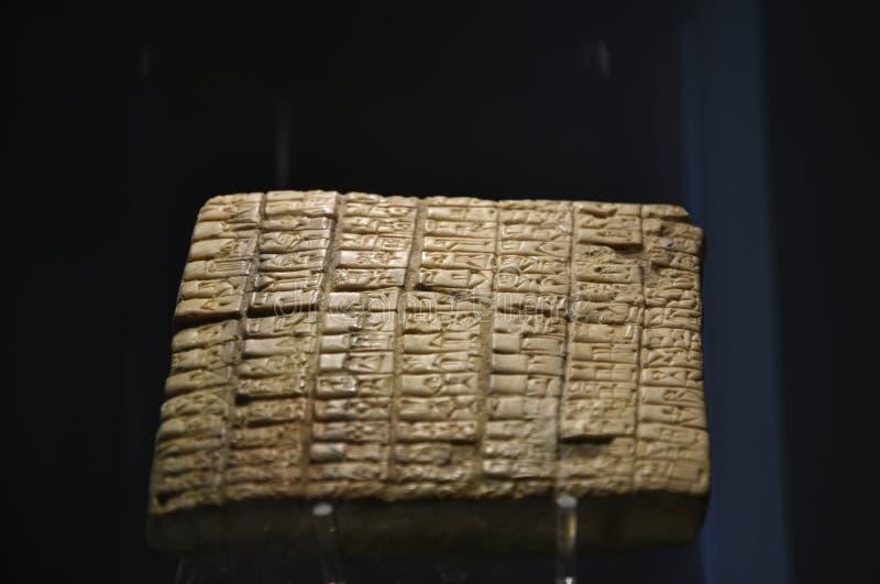 Comprimé cunéiforme un des trésors du musée des arts orientaux à Rome Italie photo libre de droits