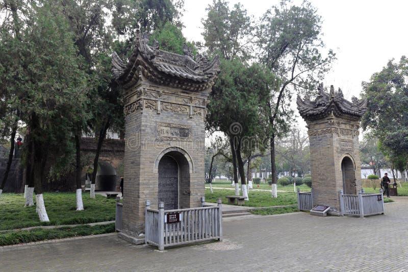Comprimé en pierre antique du temple célèbre de jianfusi en hiver photos stock