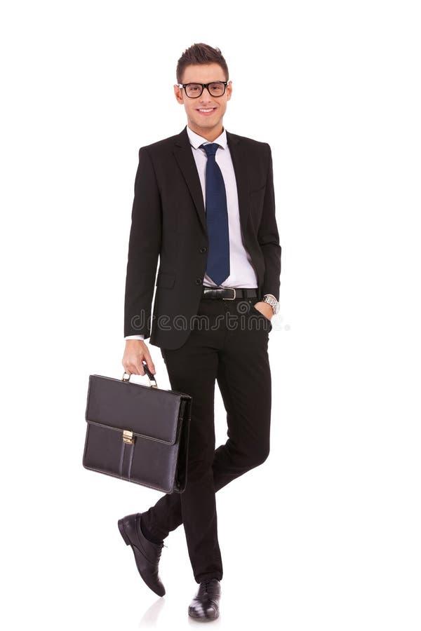 Comprimento cheio de uma posição considerável do homem de negócio imagens de stock royalty free