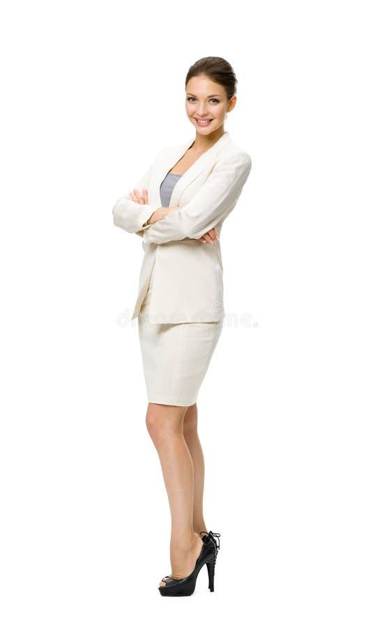 Comprimento completo da mulher de negócio com as mãos cruzadas imagens de stock