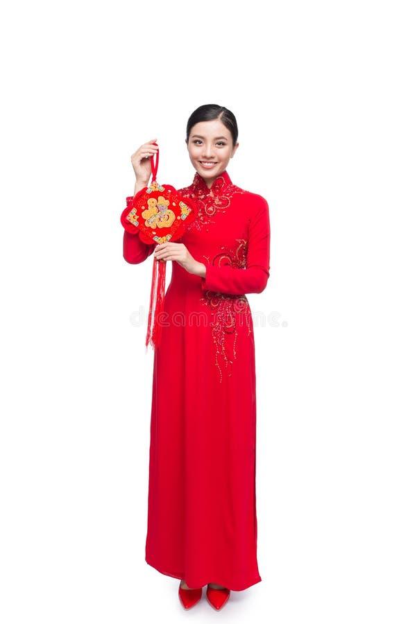 Comprimento completo de uma mulher asiática bonita no festival tradicional c imagem de stock royalty free