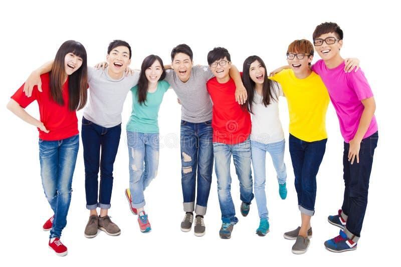 Comprimento completo do grupo de estudantes novo feliz fotografia de stock royalty free