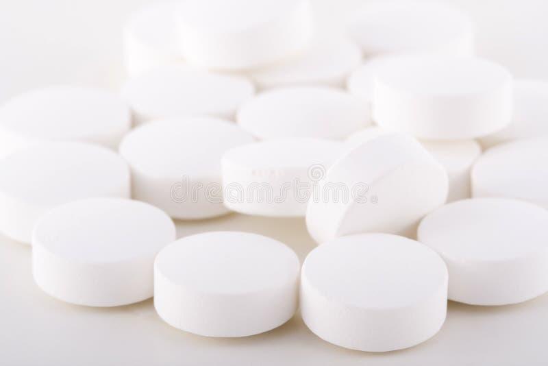 Comprimidos brancos. fotografia de stock royalty free