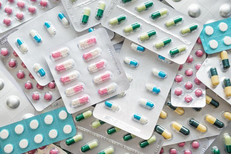 Comprimidos coloridos como o fundo foto de stock royalty free