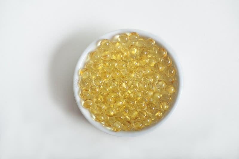 Comprimidos da vitamina (A, D, E, óleo de peixes) fotografia de stock royalty free