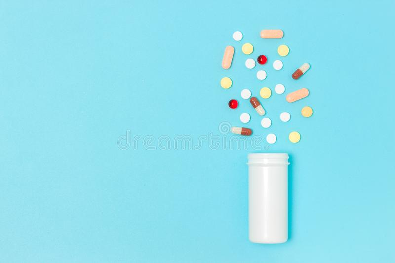Comprimidos farmacêuticos da medicina imagem de stock