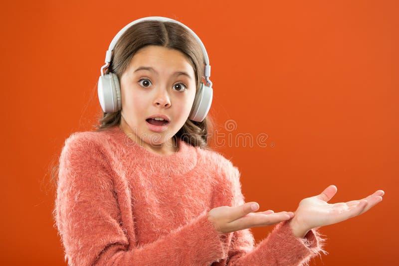 Compruebe hacia fuera el espacio de la copia del servicio de la música Consiga la suscripción de la cuenta de la música Disfrute  foto de archivo libre de regalías