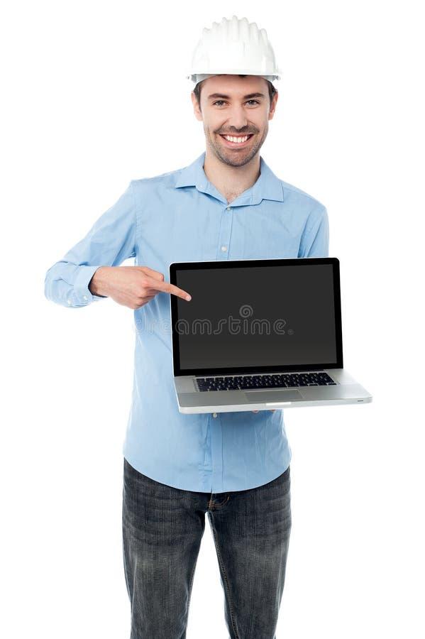 Compruebe hacia fuera mi ordenador portátil a estrenar imágenes de archivo libres de regalías