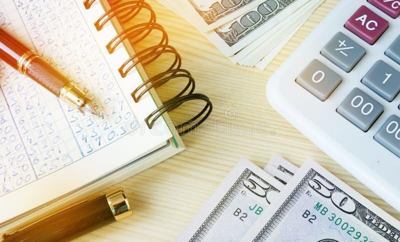 Comptabilité de petite entreprise Registre, argent et calculatrice image stock