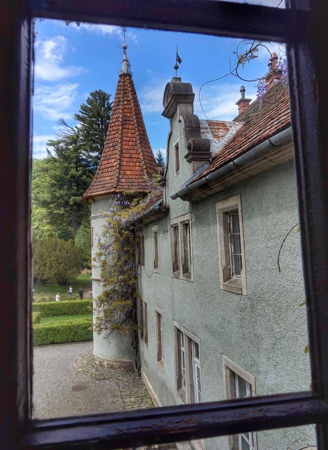 Comptes Schonborn de château dans les montagnes carpathiennes l'ukraine images stock