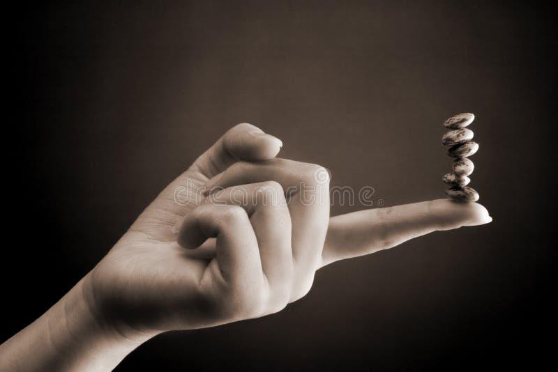 Compteur d'haricot - main femelle photos libres de droits