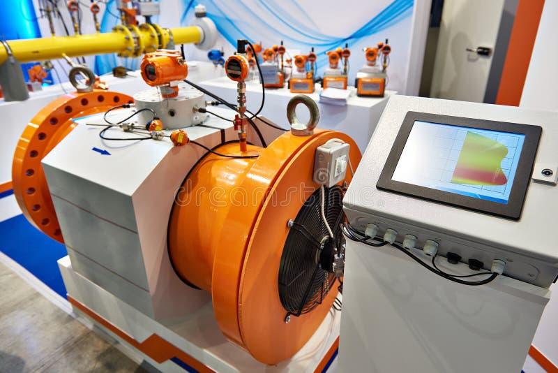 Compteur de débit ultrasonique de gaz avec le panneau de commande photographie stock libre de droits