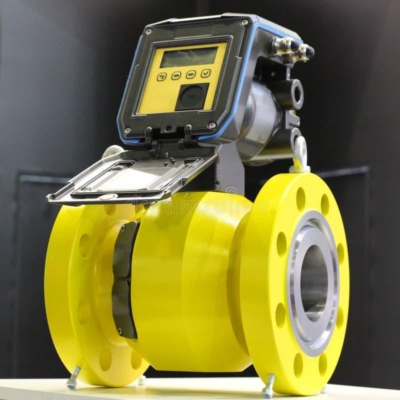 Compteur de débit ultrasonique pour le gaz naturel et de pétrole images stock