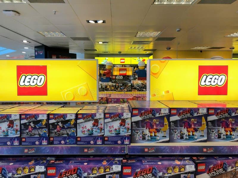 Compteur de LEGO dans le centre commercial photos stock