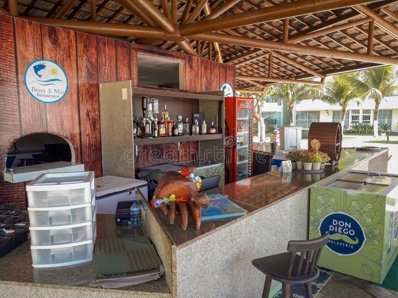 Compteur et bureau de barre sur la station de vacances plate, Porto de Galinhas, Brésil images stock