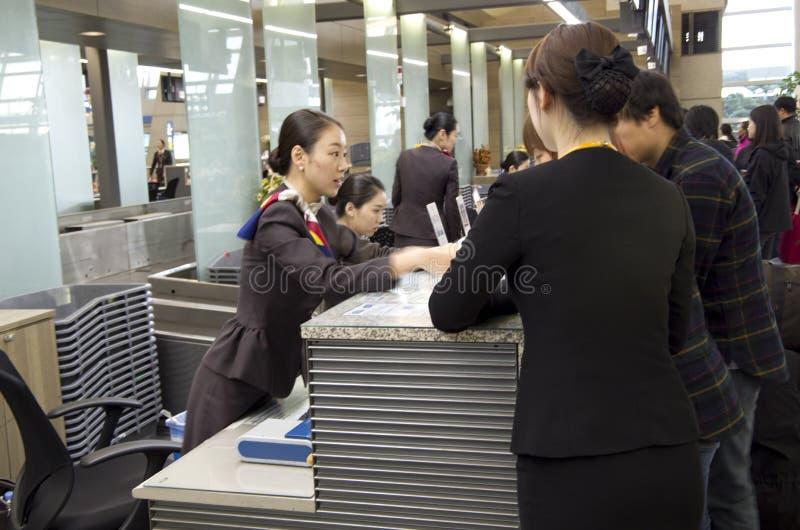 Comptoir d'enregistrement d'Asiana Airlines à l'airpor d'Incheon photos stock