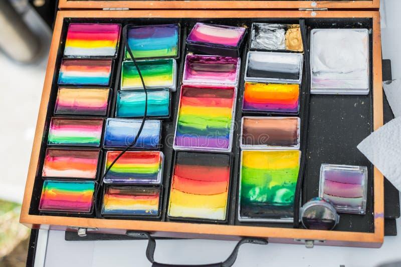 Compuesto con muchos colores diferentes en una caja de madera, Alemania fotos de archivo libres de regalías