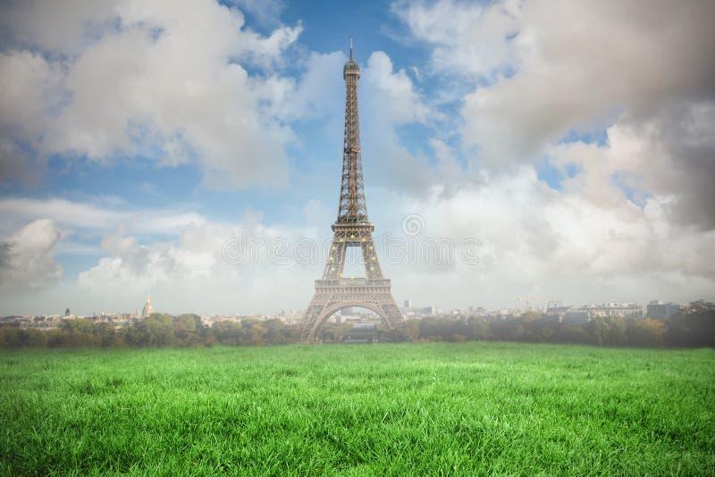 Compuesto de la imagen de una torre Eiffel libre illustration