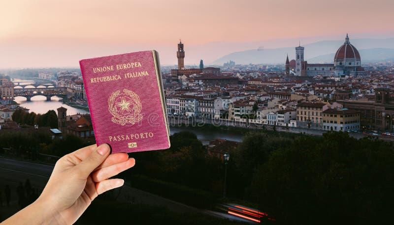 Compuesto del pasaporte y panorama de Florencia, Toscana, Italia imagenes de archivo