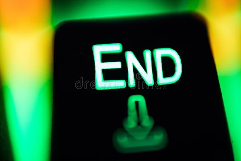 Computador chave preto com símbolo do fim, no teclado leve moderno fotografia de stock