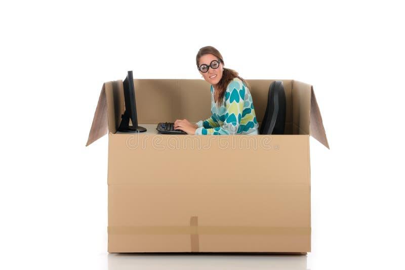 Computador da mulher da caixa do bate-papo foto de stock royalty free