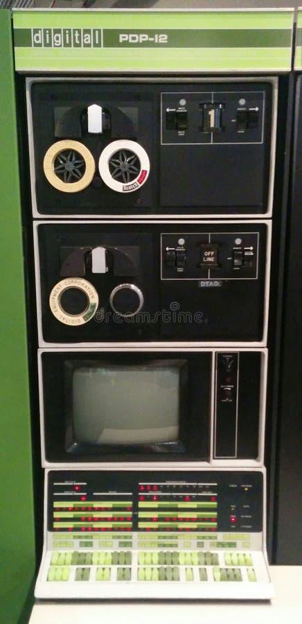 Computador do vintage de Digitas PDP-12 no museu vivo do computador fotografia de stock royalty free