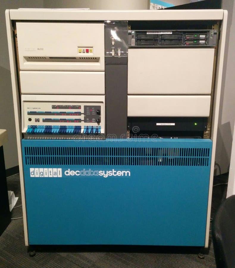 Computador do vintage do sistema de dados 570 do DEC de Digitas no museu vivo do computador fotografia de stock