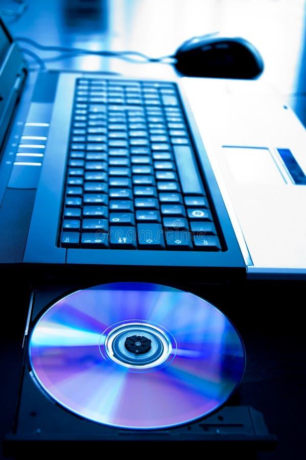 Computador portátil com cd-bandeja aberta imagem de stock