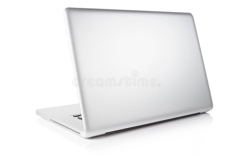 Computador portátil isolado no branco Trajeto de grampeamento imagem de stock