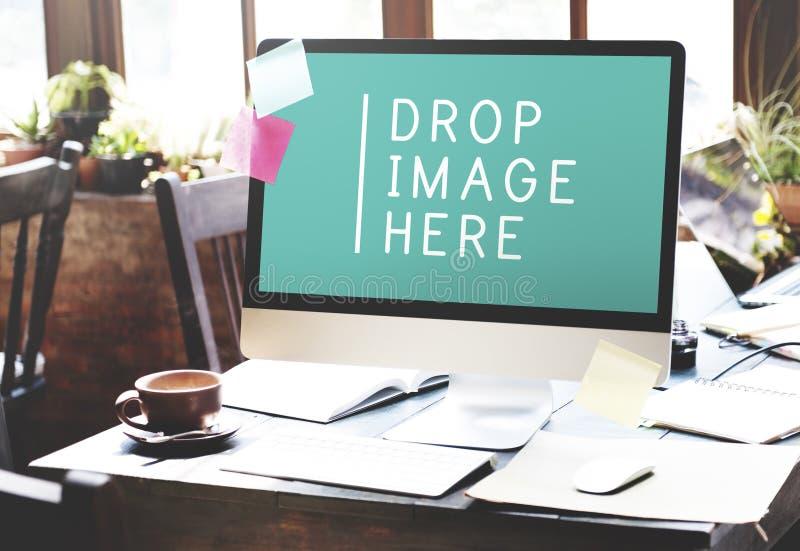 Computador que trabalha o conceito comercial do espaço da cópia da tecnologia foto de stock royalty free