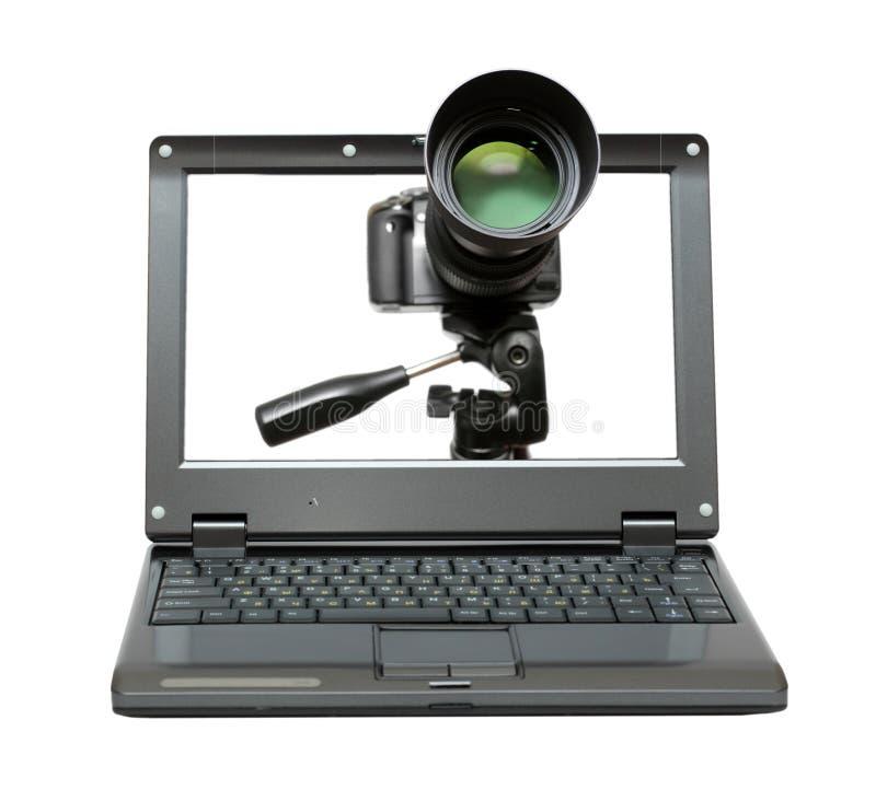 Computadora portátil con la cámara en el trípode imagen de archivo libre de regalías