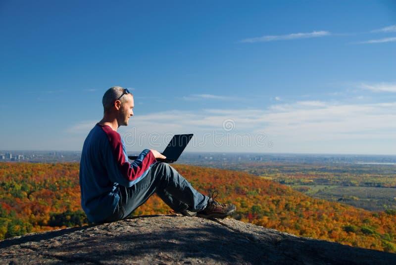 Computadora portátil de la naturaleza imagenes de archivo