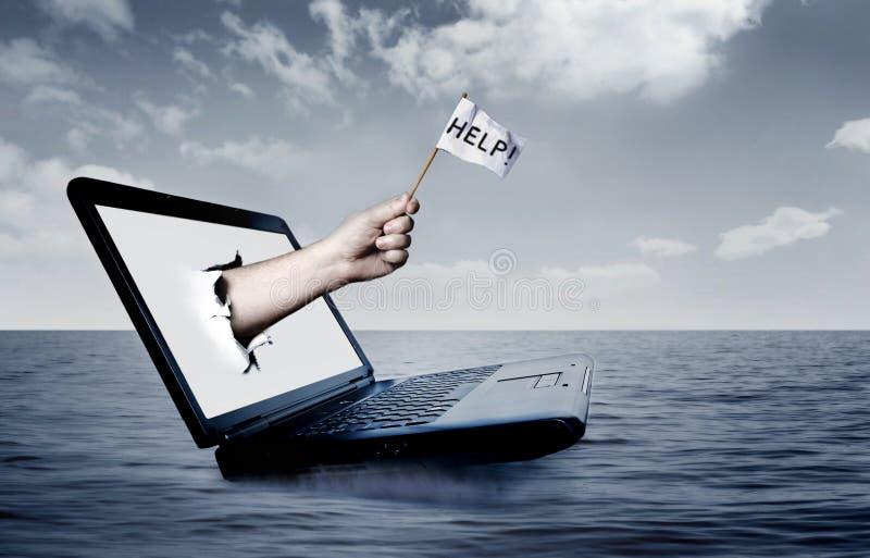Computadora portátil en el mar