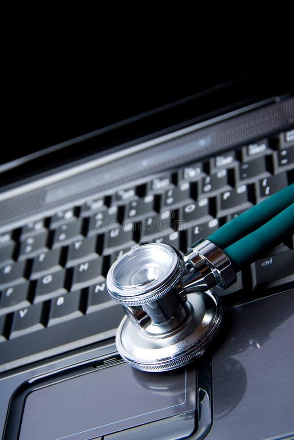 Computadora portátil enferma fotografía de archivo