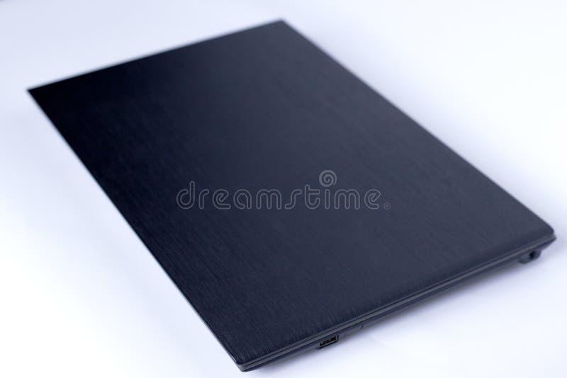 Computadora port?til negra en el fondo blanco fotografía de archivo libre de regalías