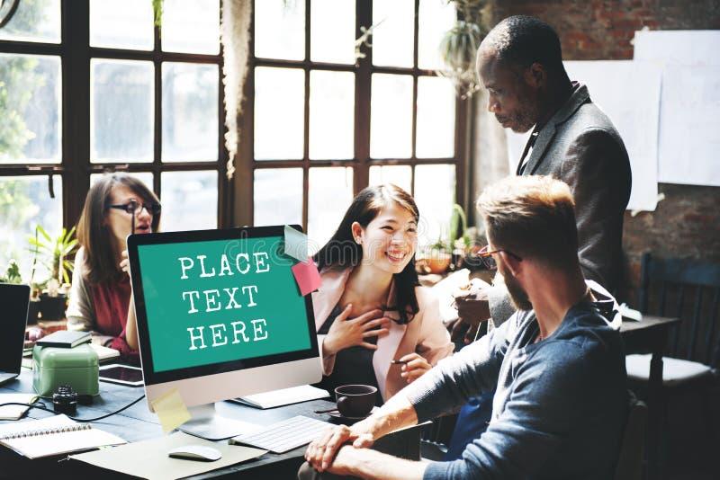 Computer-Arbeitstreffen-Technologie-Handelskopien-Raum Concep lizenzfreies stockfoto