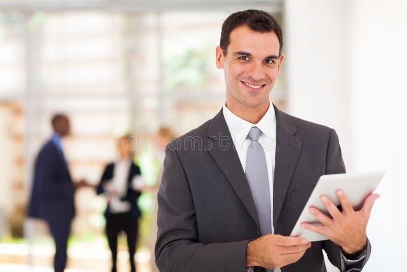 Computer della compressa dell'uomo d'affari immagini stock