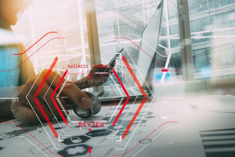 Computer Halogram-Zielgeschäftsanfangskonzept Geschäftsmannarbeit lizenzfreie abbildung