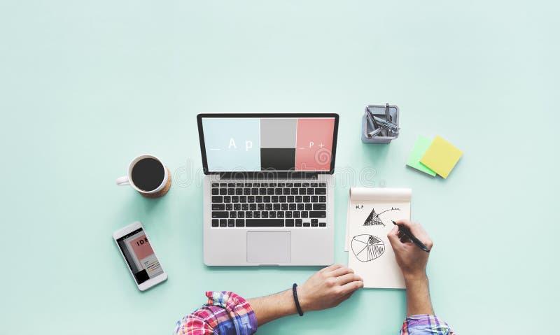 Computer-Laptop-Zeichnungs-Arbeitsschreibtisch-Konzept stockfoto