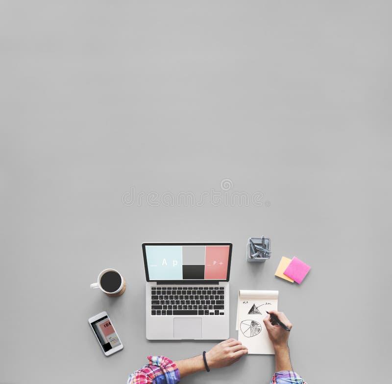 Computer-Laptop-Zeichnungs-Arbeitsschreibtisch-Konzept stockfotografie