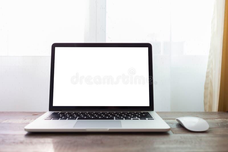 Computer op het bureau van het lijstwerk royalty-vrije stock fotografie