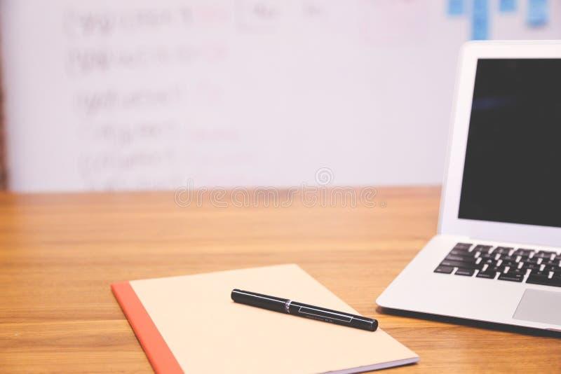 Computer portatile bianco e nero fotografie stock libere da diritti