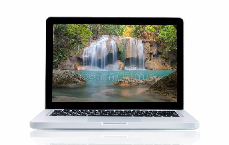 Download Computer Portatile Con La Cascata Di Erawan Del Paesaggio Fotografia Stock - Immagine di nave, proiezione: 55359892