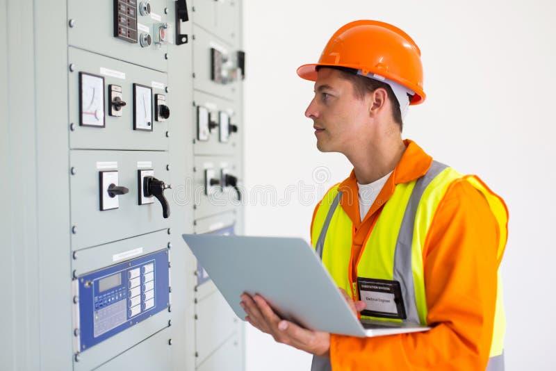 Computer portatile dell'elettrotecnico immagine stock