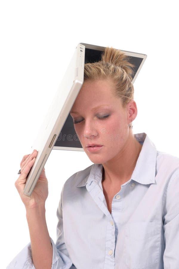 Computer portatile di lancio 4 della donna di affari immagini stock