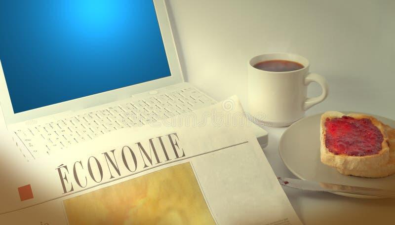 Computer portatile e giornale fotografie stock libere da diritti
