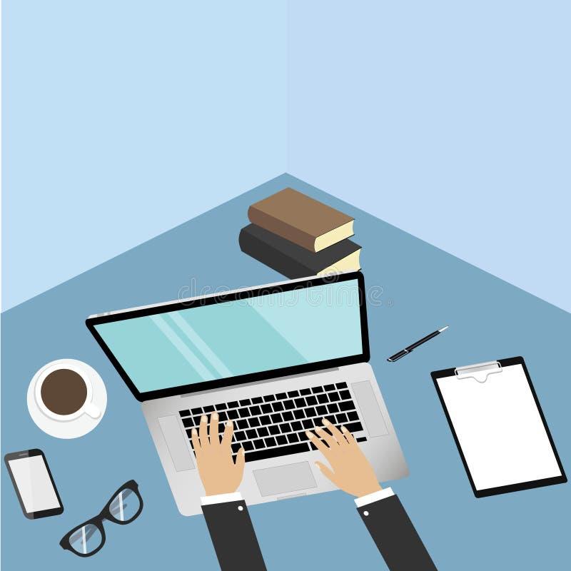 Computer portatile moderno realistico su fondo blu Telefono cellulare, lista di controllo, lavagna per appunti, penna, libro, mon royalty illustrazione gratis