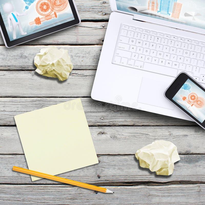 Computer portatile, pc della compressa, smartphone e tazza di caffè fotografia stock libera da diritti